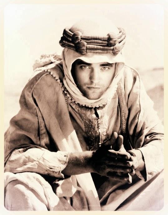 Robert Pattinson è Lawrence d'Arabia in 'Queen of the Desert' di Werner Herzog (foto presa dal web, trattasi forse di fotomontaggio)
