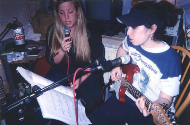 Amy ragazzina con un'amica