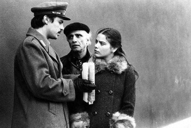 Michele Placido, Mario Monicelli e Ornella Muti sul set di 'Romanzo popolare'