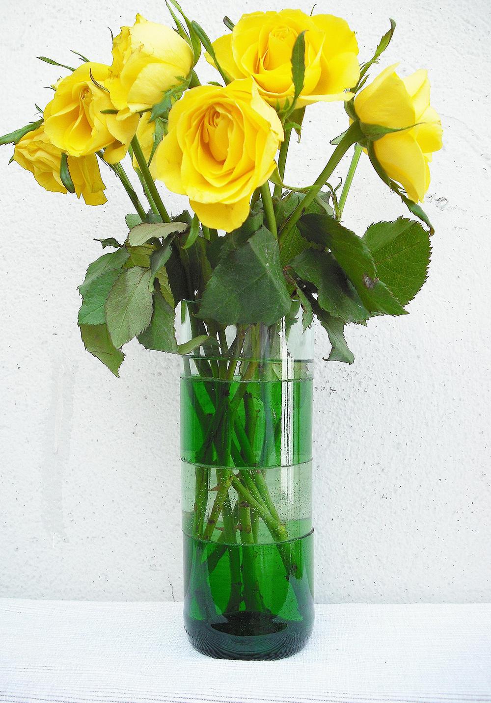 vase aus geschnittenen flaschen nur noch. Black Bedroom Furniture Sets. Home Design Ideas