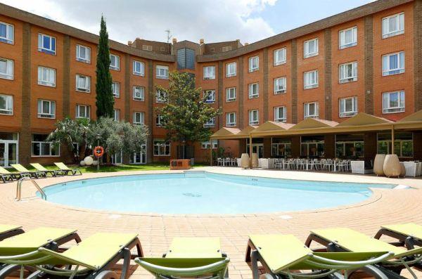 Piscina del hotel SB Corona Tortosa