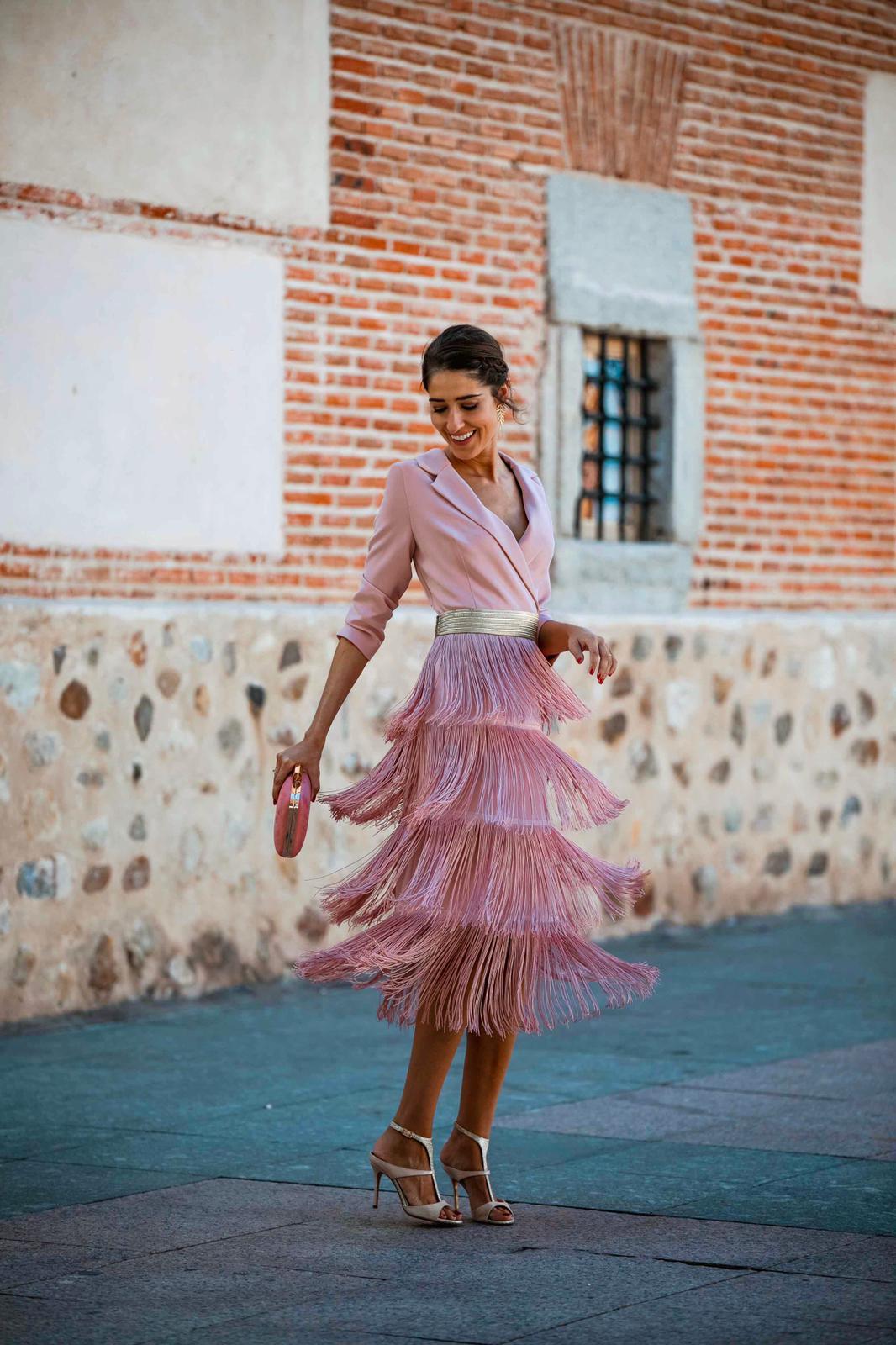 vestido corto con flecos
