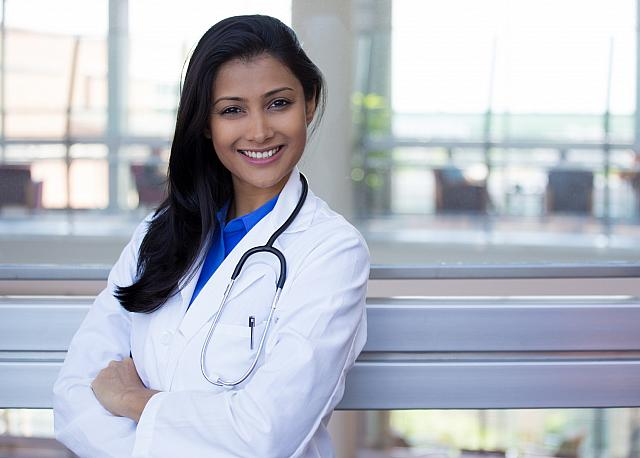 5 Pros and 5 Cons of Working at the Retail Health Clinic
