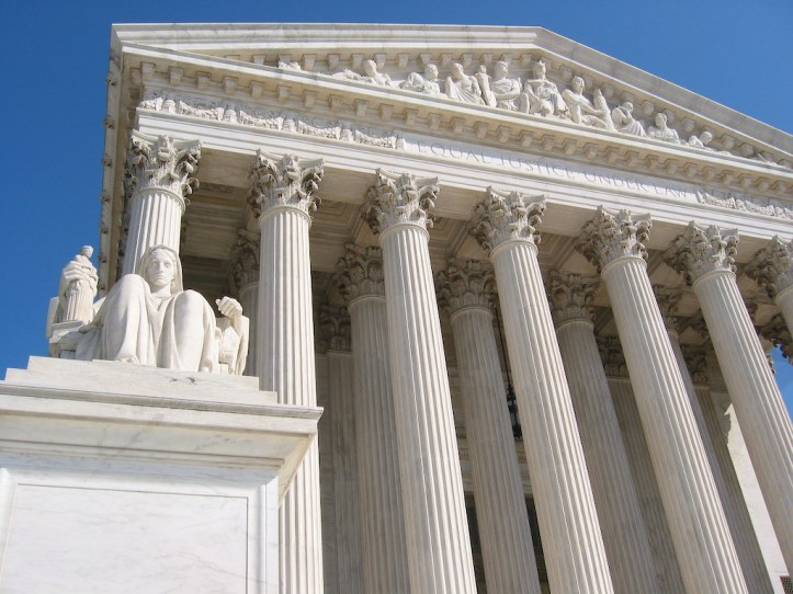 Photo of US Supreme Court building.