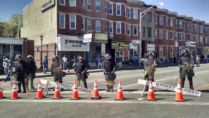 """""""State police in riot gear on Pennsylvania Avenue as volunteers clean up last night's looting. #BaltimoreRiots"""" (Howard Koplowitz (@HowardKoplowitz)/Twitter)"""