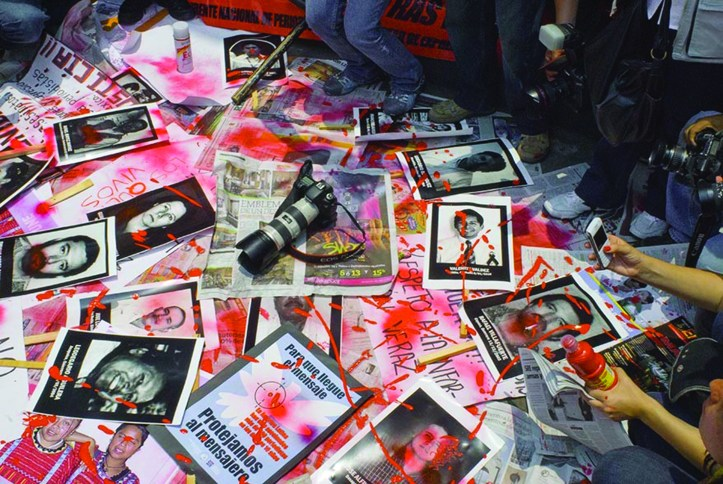 Journalists protest kidnappings, murder, and violence against their colleagues throughout Mexico during a 2010 march. (John S. and James L. Knight Foundation/Flickr | CC BY-SA)