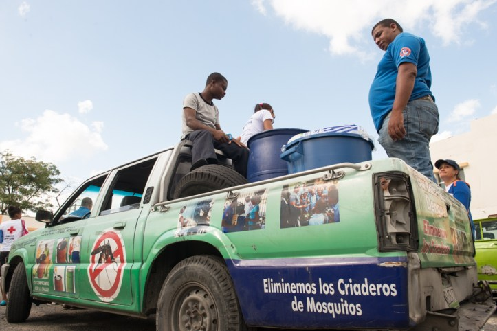 Public health efforts in the Dominican Republic focused on reducing the mosquito population, which tends to flourish in poorer and crowded areas. (Luz Sosa/PAHO/WHO/Flickr | CC BY-ND)