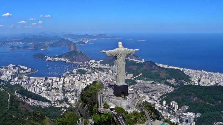 Christ the Redeemer overlooking Rio De Janeiro. (Artyominc/Wikimedia | CC BY-SA 3.0)