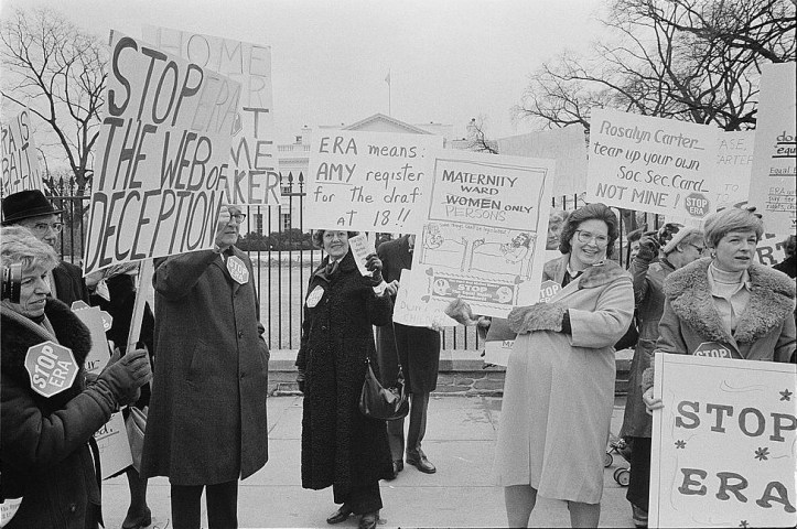 Demonstrators protesting the ERA in front of the White House in 1977. (Warren K. Leffler/US Library of Congress)