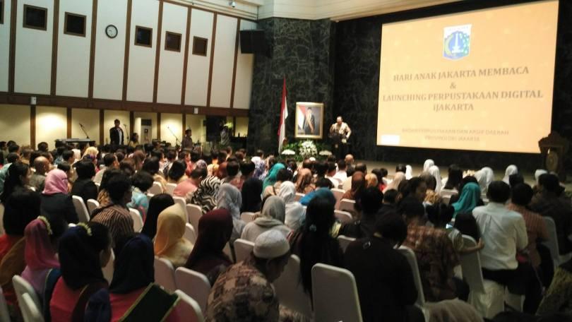 Gubernur DKI Jakarta, Basuki Tjahja Purnama (Ahok) pada acara peluncuran Perpustakaan Digital atau IJakarta (foto ; Nur Terbit)