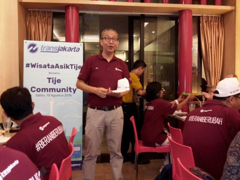 Dirut Transjakarta, Budi Kalinowo beri sambutan di depan anggota Komunitas blogger foto (foto : Nur Terbit)