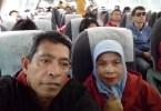 BLOGGER BERPASANGAN, Nur Terbit dan Bunda Sitti Rabiah dalam penerbangan dari Jakarta ke Pangkalpinang (dok pribadi)