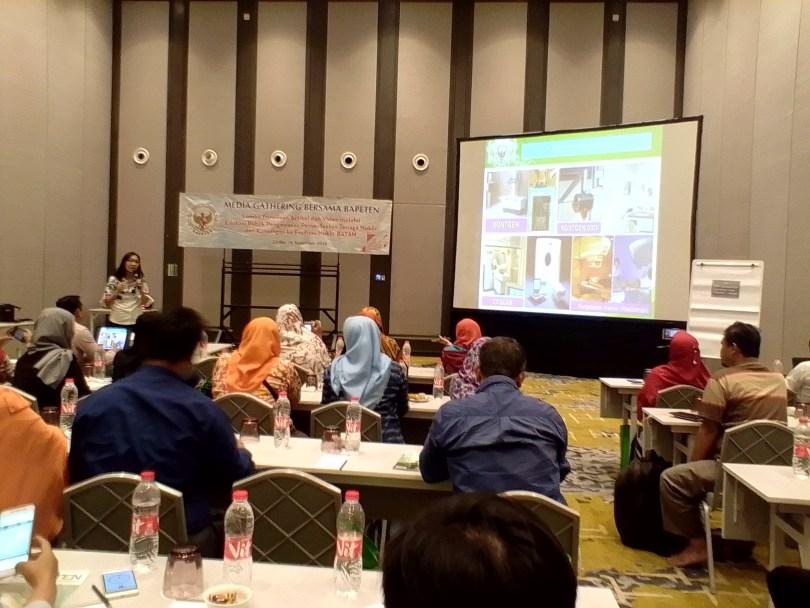 Pembekalan soal nuklir oleh Humas Badan Pengawas Tenaga Nuklir (BAPETEN) di Hotel Harris Jakarta (foto : Nur Terbit)