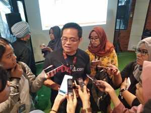 Direktur Bank Sampoerna Ong Tek Tjan diwawancari media dan blogger usai peluncuran PDaja.com (foto : Nur Terbit)