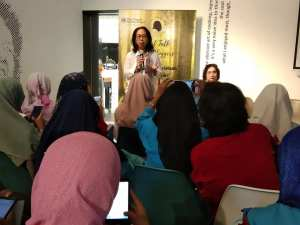 Ibu Ir. Murni Titi Resdiana, MBA, Asisten Utusan Khusus Presiden Bidang Pengendalian Perubahan Iklim sedang memberikan materi (foto : Nur Terbit)
