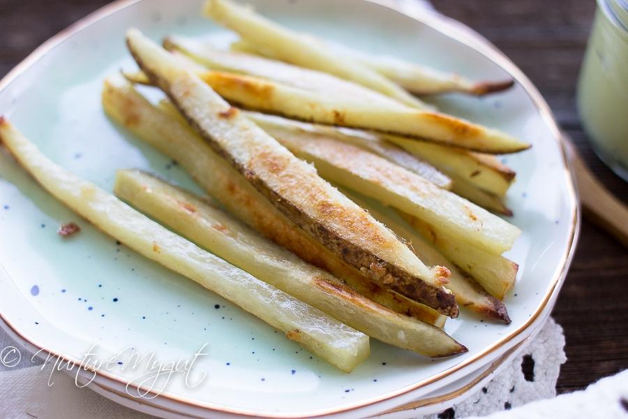 baked garlic fries with avocado cream dip-4