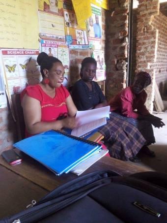 Jeanine, die die Lehrer-Fortbildung leitet