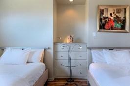 room 2 beds