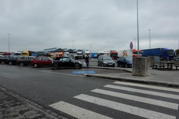 Parkiran di Tempat berhenti dalam perjalanan Jauh