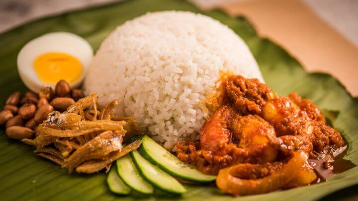 popular malaysian food to try at the night market; nasi lemak