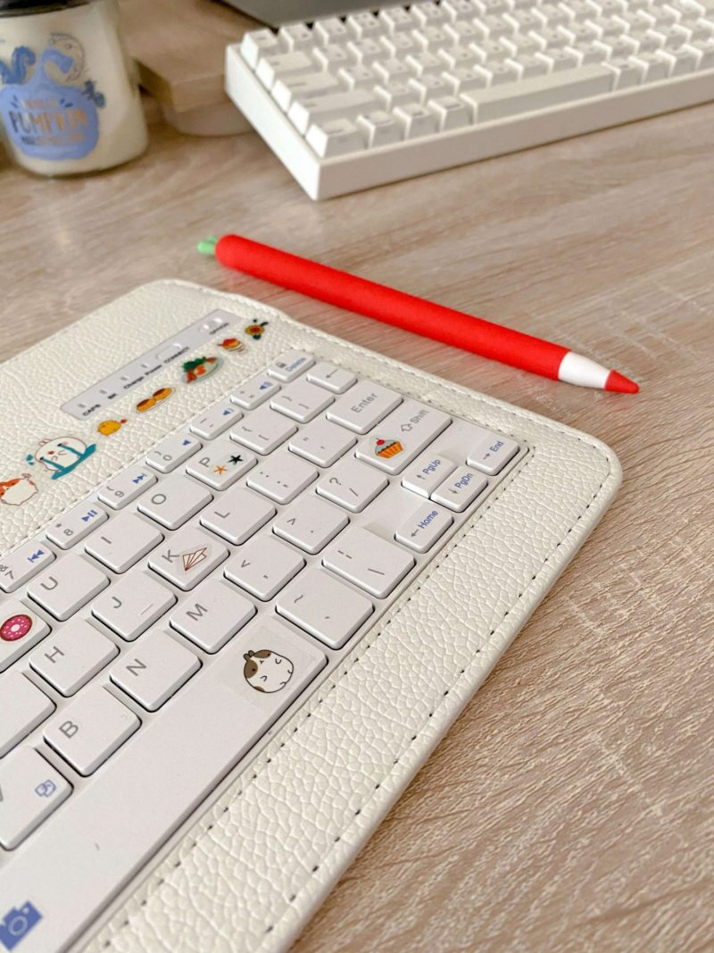 Keyboard with Apple Pencil