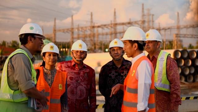 Presiden Jokowi saat meninjau lokasi pembangunan MPP 100MW, di Jungkat, Kab Mempawah, Kalbar (2/6)/Foto Humas Setkab/Dindha