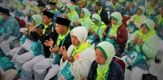 Doa bersama 660 calon haji (calhaj) asal Boyolali usai pemotretan syarat pembuatan paspor di kantor Imigrasi, Mei 2016/Foto Nusantaranews via dok. hajikita
