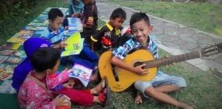Anak-anak Membaca di Rumah Baca Tirai Ilmu/Foto nusantaranews via Ruma Baca Tiara Ilmu