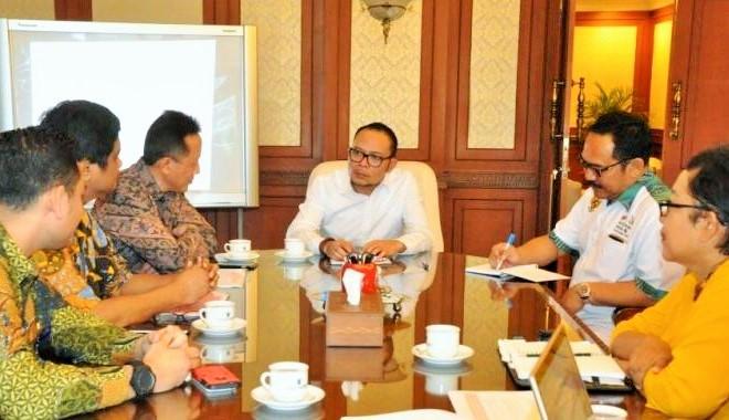Pertemuan Menaker dengan Kepala Bekraft Triawan Munaf di kantor Kemnaker Jakarta, Senin (26/9)/Foto: Dok. Menaker
