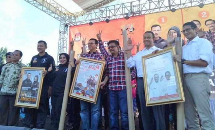 Tiga Pasangaan Cagub-Cawagub DKI Jakarta saat Deklarasi Kampanye Damai/Foto: dok. detik.com