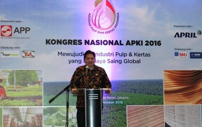 Menteri Perindustrian Airlangga Hartarto di acara Kongres Asosiasi Pulp dan Kertas Indonesia (APKI) 2016 di Jakarta, Rabu (19/10)/Foto Andika/Nusantaranews