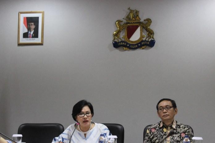 Ketua Bidang Kebijakan Publik Asosiasi Pengusaha Indonesia (Apindo) Soetrisno Dewantoro (kanan) Bersama Suryani S. Motik (kiri). Foto. AndikaNusantaranews
