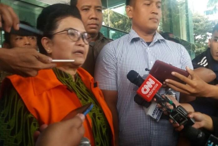 Mantan Menteri Kesehatan Siti Fadilah Supari Saat memberi keterangan kepada para wartawan. Foto Fadhilah nusantaranews