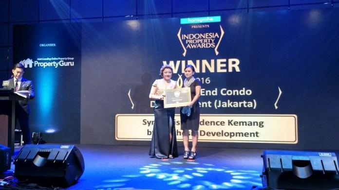 Teresia Prahesti saat menerima penghargaan dalam ajang Indonesia Property Award 2016 di Fairmont, Jakarta, 13 Oktober 2016/Foto: Dok. Synthesis Development