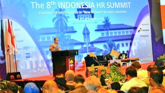 Kemnaker saat sambutan di acara THE 8th INDONESIA HR SUMMIT di Bandung, Rabu (5/10/2016)/Foto: Dok. Kemnaker