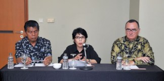 Ketua KADI, Ernawati (Tengah). Foto Dok. Kemendag