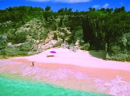 Pesona Pantai tiga warna yang mengagumkan. Foto via IST