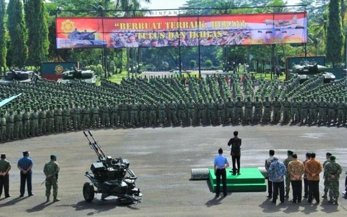 Presiden Jokowi saast memberikan arahan kepada pasukan Kostrad di markas Kostrad, Cilodong, Rabu (16/11/2016)/Foto: dok. jakartagreater