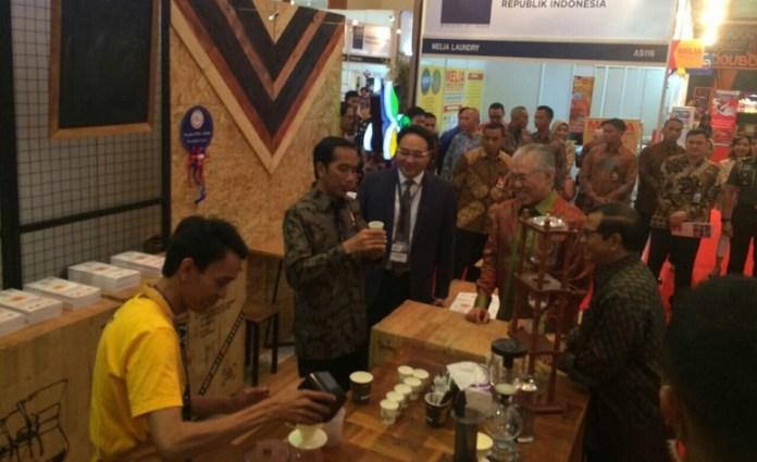 Presiden Joko Widodo di sela-sela pembukaan pameran World Franchise Summit Indonesia 2016, JCC, 25 November 2016/Foto Andika / Nusantaranews