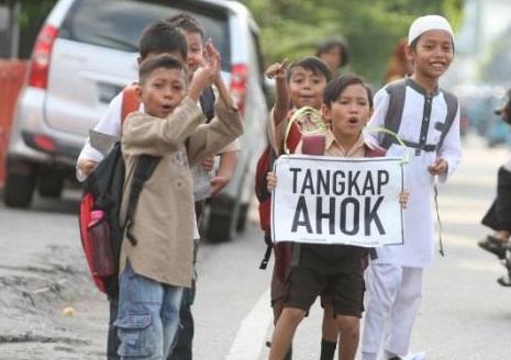 Tuntutan Agar Ahok Diproses Hukum. Foto via tribun
