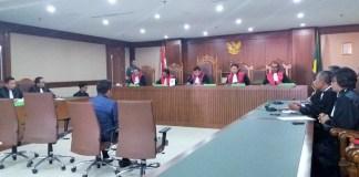 Panitera Pengganti (PP) Pengadilan Negeri (PN) Jakarta Utara Rohadi saat menerima vonis hukuman 7 Tahun Penjara/Foto Fadilah / NUSANTARAnews