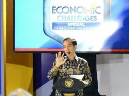 Presiden Jokowi dalam Sarasehan 100 Ekonom Indonesia di Hotel Fairmont. Foto Andika/Nusantaranews