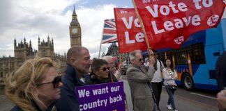 Warga Inggris saat merespon adanya gerakan braxit (Britain Exit). Foto IST