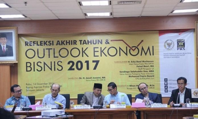 Ketua Fraksi PKS, Jazuli Juwaini (tiga dari kiri) saat Seminar 'Refleksi Akhir Tahun dan Outlook Ekonomi-Bisnis 2017', Rabu (14/12/2016)/Foto: Dok. Humas DPR
