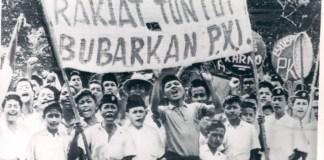 Ribuan Masyarakyat Tuntut Bubarkan PKI. Foto Istimewa/Nusantaranews