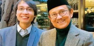 Dwi Hartanto bersama BJ Habibie. Foto: dokumentasi pribadi