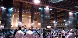 Aksi 313 di dalam Masjid Istiqlal menjelang sholat Jumatan. Foto JWI (Istimewa)