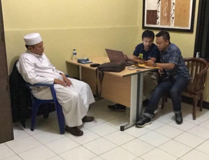 Sejken FUI Al-Khaththath dalam pemeriksaan di Mako Brimob Kelapa Dua Depok. Foto Istimewa