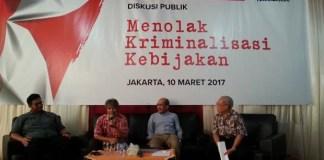 Kiri ke kanan: Moderator Pangeran Ahmad Nurdin, Peneliti Teknologi Energi dari ITB Yazid Bindar, Pengamat Ekonomi Faisal Basri, Pakar Hukum dari UI Erman Rajagukguk dalam sebuah diskusi bertajuk ??Melawan Kriminalisasi Kebijakan?? yang digelar di kantor MMD initiative, Menteng, Jakarta Pusat, Jumat (10/3/2017)/Foto: Dok. Sindonews