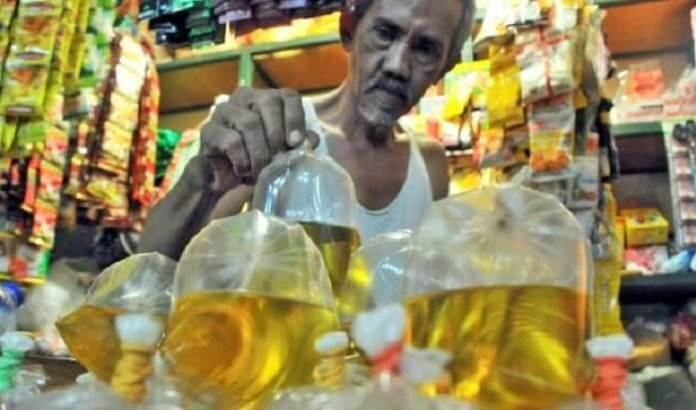 Penjual Minyak Goreng Eceran. Foto ilustrasi: seputarriau